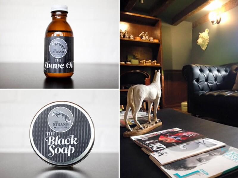 The Strand Barbers cuenta con sus propios productos, además tiene un lounge donde puedes esperar tu turno acompañado del servicio de barra, incluido en tu servicio.