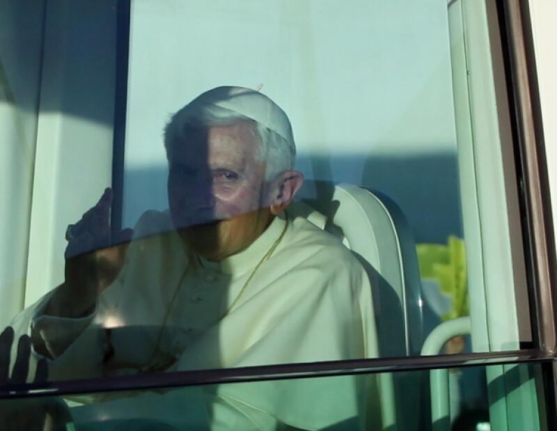 Dos vehículos fueron traídos desde Roma, el que Benedicto XVI usó ya en México, mientras que el otro fue enviado a Cuba.