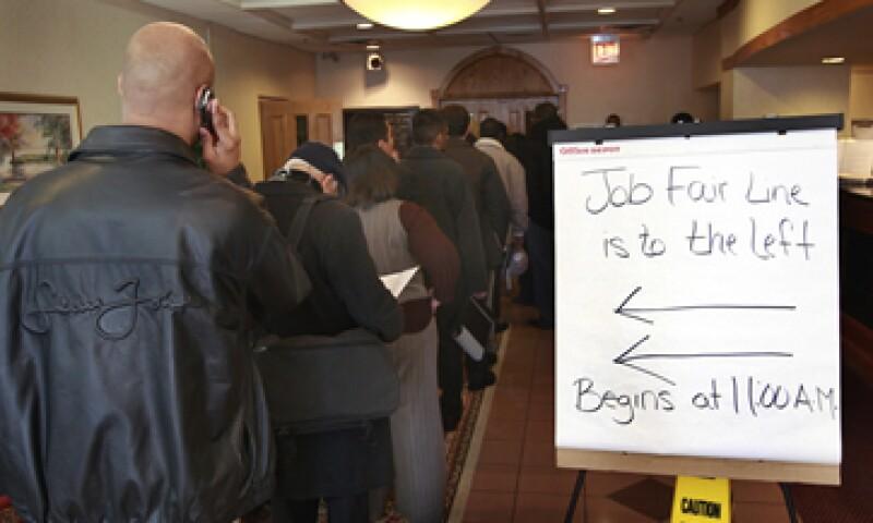 2.14 millones de personas en EU se benefician de los subsidios por desempleo. (Foto: Reuters)