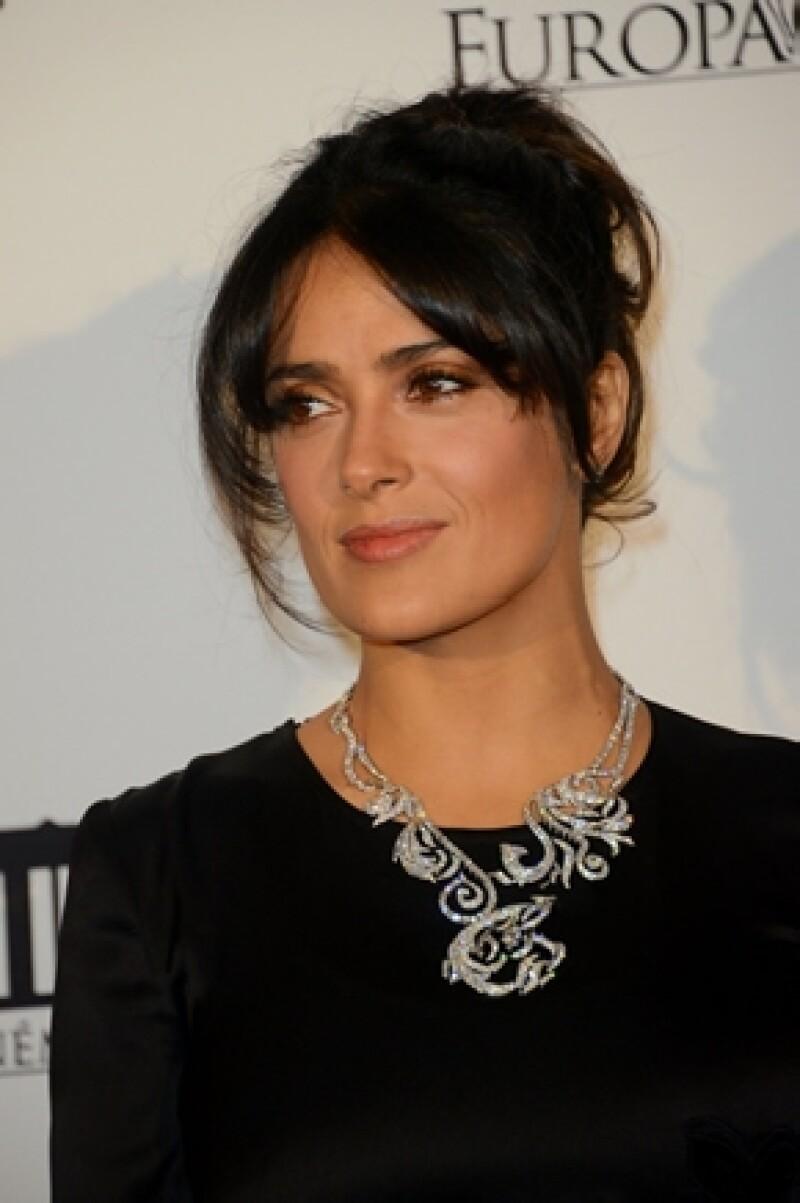 La actriz mexicana contó que es fanática de este deporte y que saca toda su pasión pero en la comodidad de su hogar.