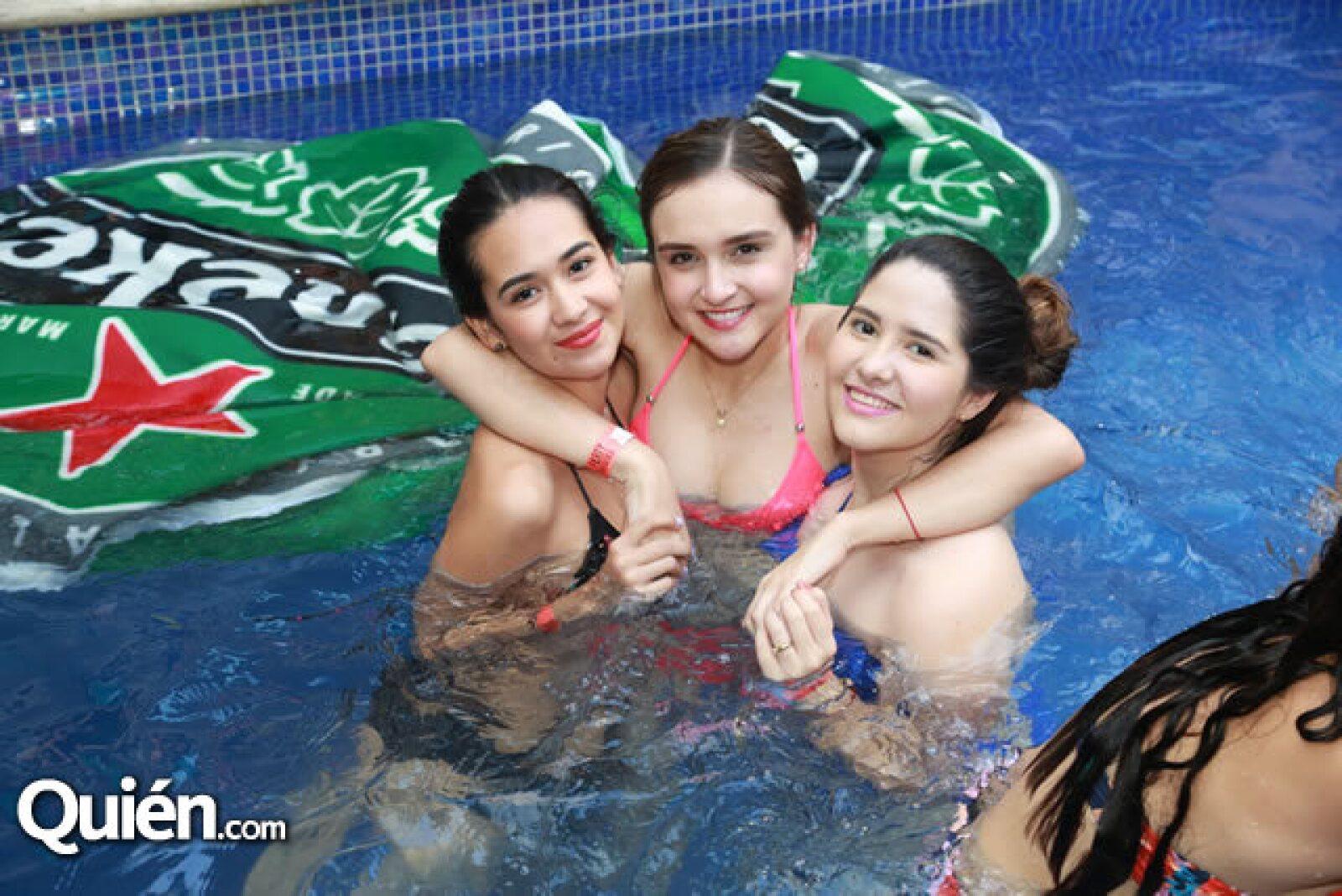 Estefanía Contreras,Marifer Sánchez y Brenda Rivas