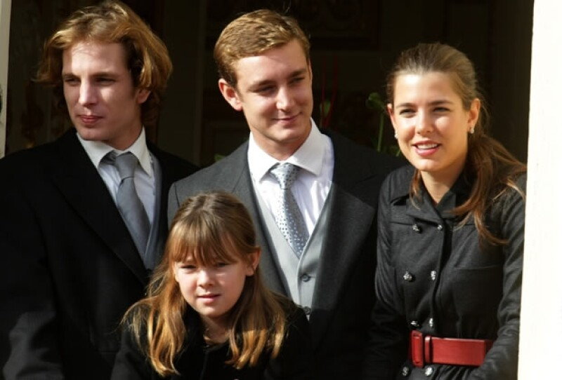 Los cuatro hijos de Carolina: Andrea, Pierre y Carlota Casiraghi y la princesa Alexandra de Hannover.