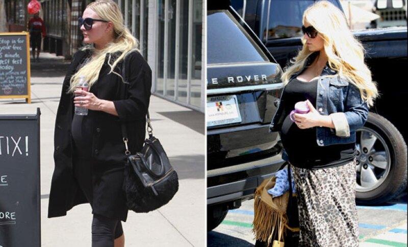 Las hermanas se ven idénticas en sus respectivos embarazos.