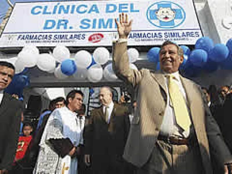 Víctor González Torres, en silencio, está poniendo sus productos en regla. Los laboratorios farmacéuticos que lo detestaban ahora lo buscan para hacer negocios.