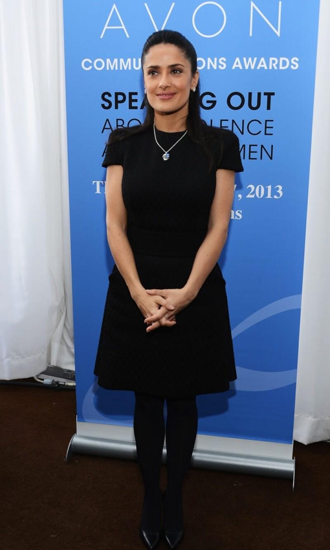 La mexicana junto a la CEO de Avon, Sheri McCoy, otorgaron algunos reconocimientos a organizaciones que buscan erradicar la violencia contra la mujer.