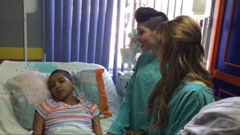 Paola, quien no pudo asistir a un concierto por su enfermedad, recibió la sorpresa de tener a las hermanas HaAsh en el hospital.