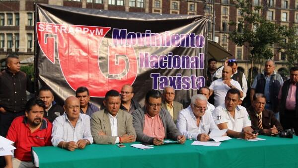 Se manifiestan taxistas en el Zócalo
