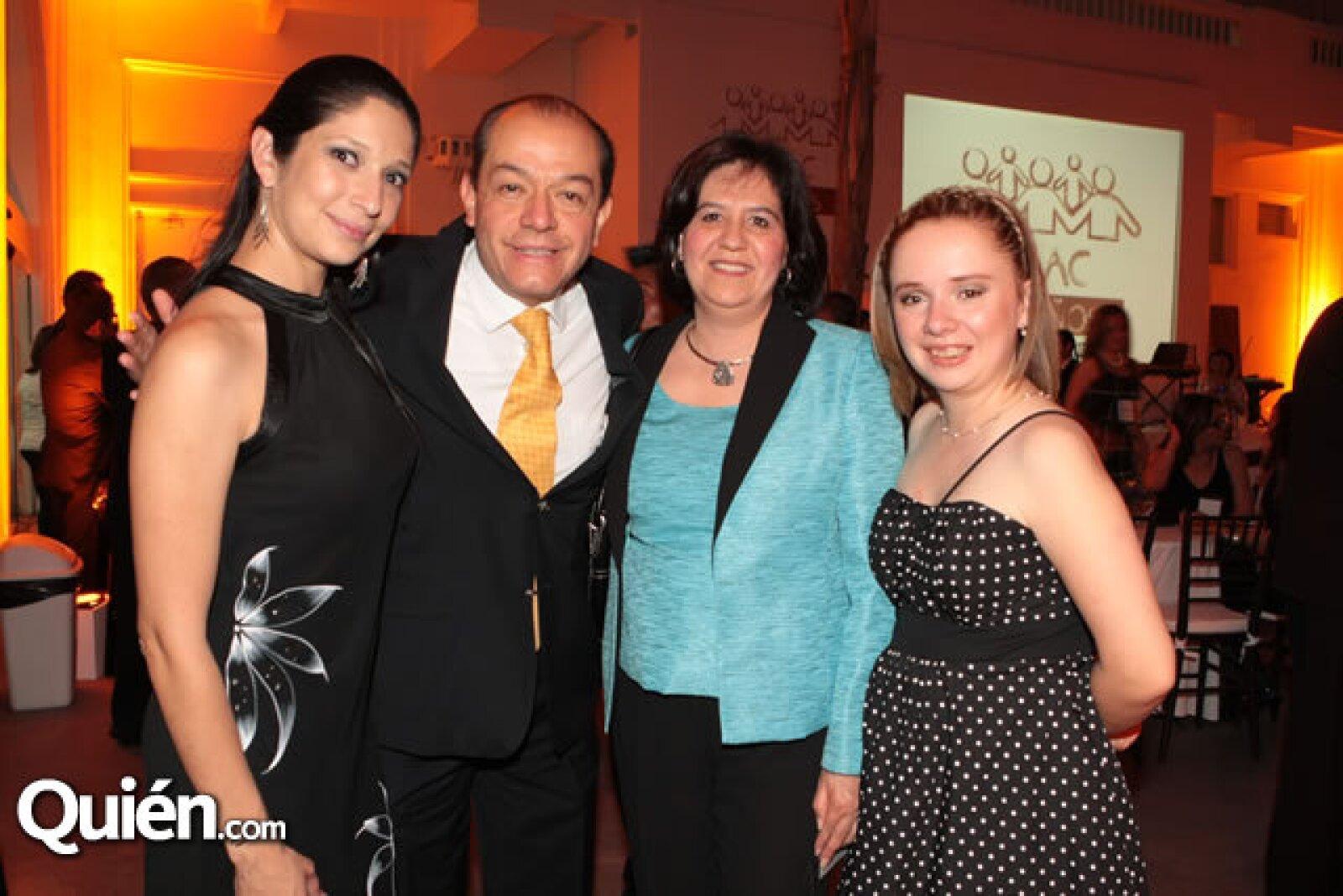 Jessica Paredes, Javier Garibay, Cristina Raquel y Gladys Adams