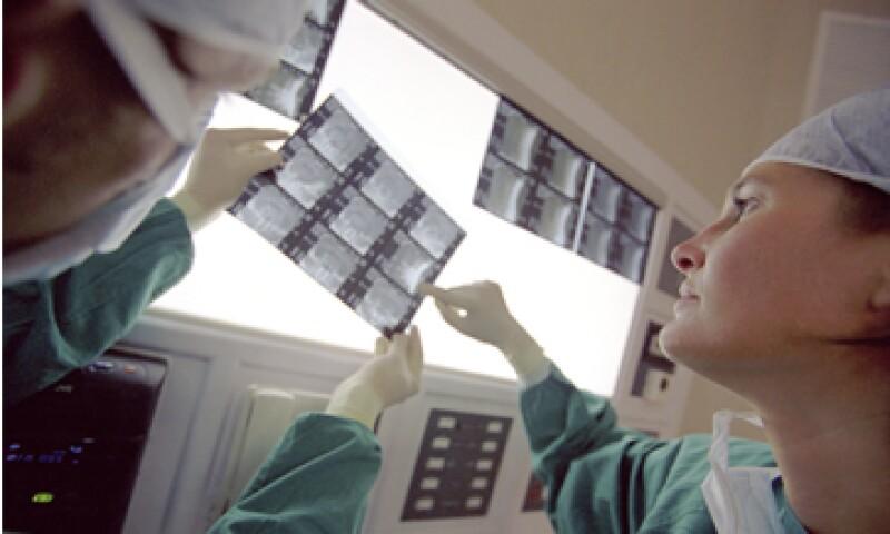 La hospitalización por una emergencia puede costar entre 10,000 y 750,000 pesos. (Foto: Thinkstock)