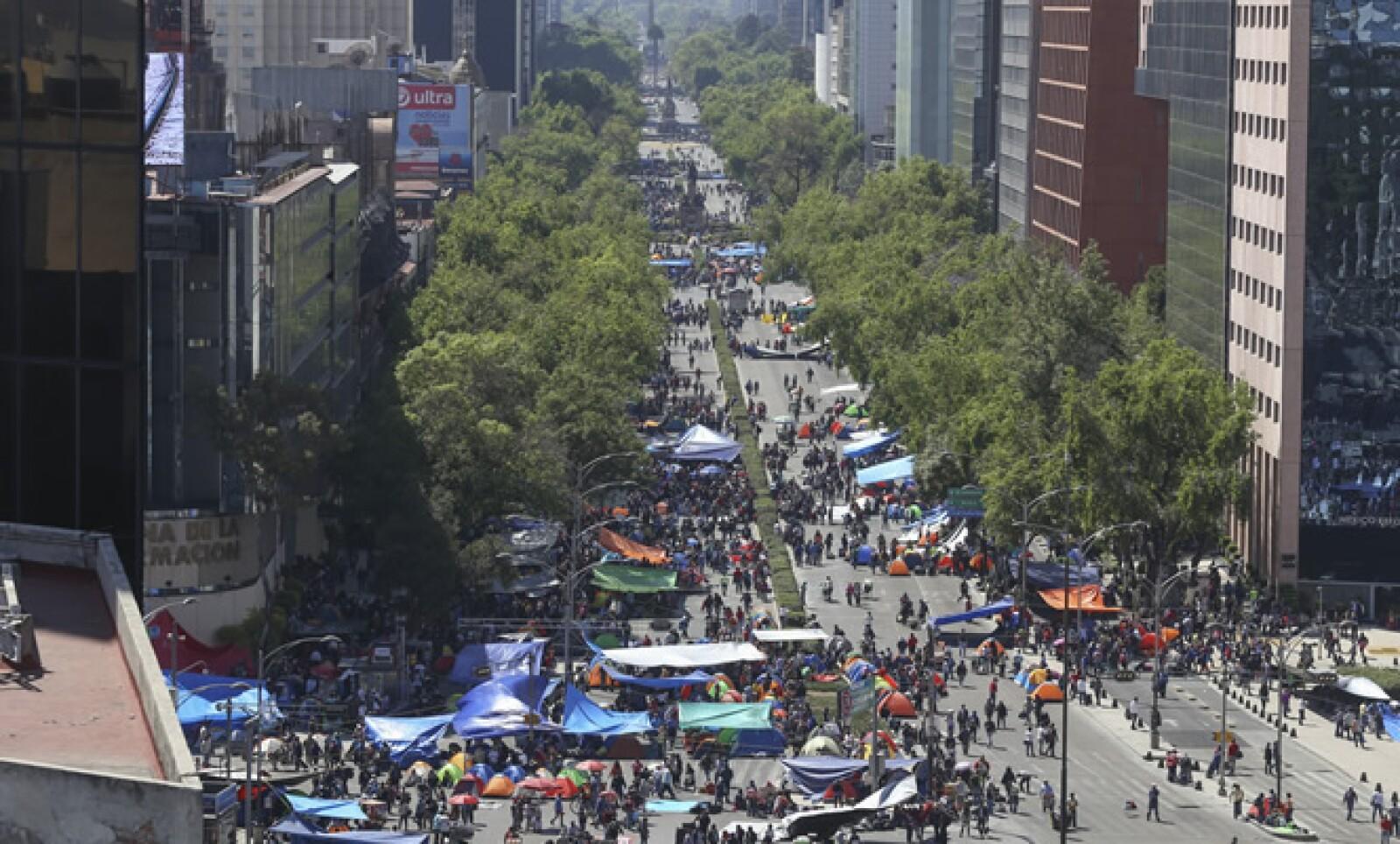 Maestros de la Coordinadora Nacional de Trabajadores de la Educación decidieron realizar un plantón sobre Paseo de la Reforma, luego de que les fuera negado el Zócalo.