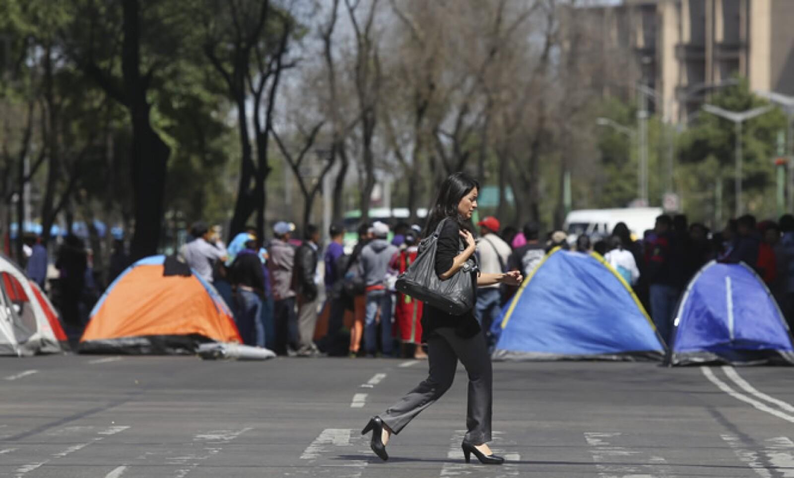 Autoridades del DF cerraron la circulación en ambos sentidos de Reforma, entre avenida de los Insurgentes y Violeta.