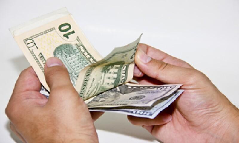 El Tesoro de EU dijo que la nueva imagen del billete de 10 dólares debe ser de alguien que ya haya fallecido, por ley. (Foto: iStock by Getty Images. )