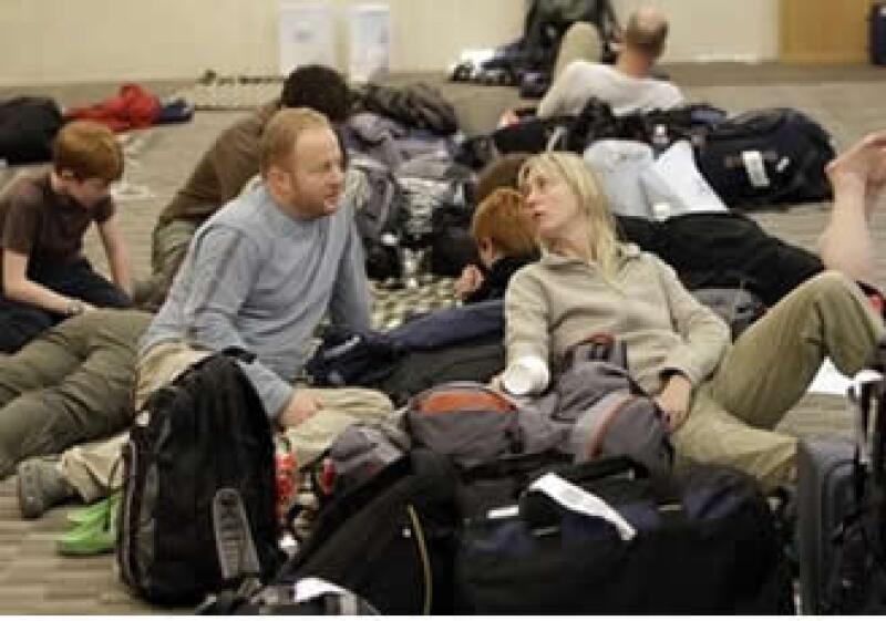 El sector advierte que 750,000 pasajeros están varados por doquier.  (Foto: AP)