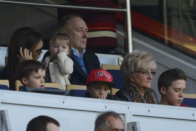 El guapo futbolista contó en una entrevista de lo difícil que es pasar tiempo sin sus hijos, Romero, Cruz, Brookyn y por supuesto la pequeña Harper.