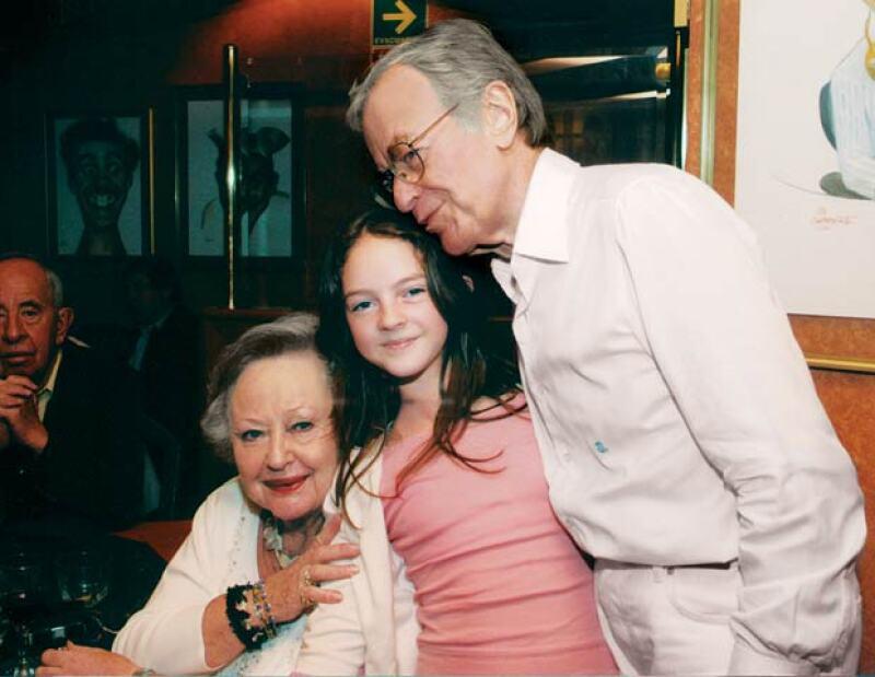 Sarita, Miranda y Jacobo Zabludovsky.