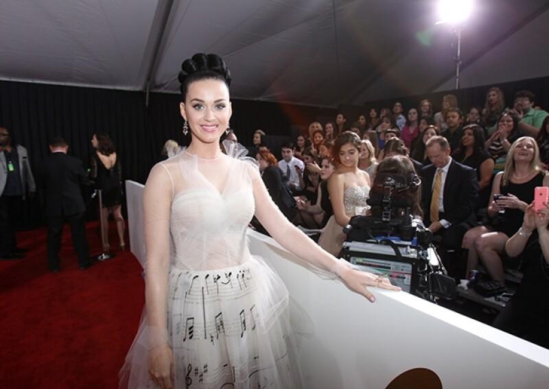 La cantante rompió récord en la red social, alcanzando cada vez más rápido a los reyes del microblog, Justin Bieber y Lady Gaga.