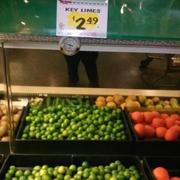 En Norwalk, también cerca de Los Ángeles, los limones verdes agrios cuestan 2.49 dólares por libra en Big Saver Food; en México el precio se ha ido hasta casi 6 dólares por kilo