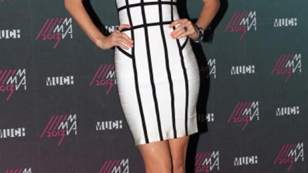 Los 20 son la mejor edad para lucir un mini vestido ajustado, ya que es la edad que menos se dificulta tener una silueta delgada y bien proporcionada.