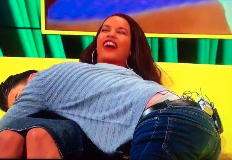 La concursante de Big Brother Reino Unido hizo un penoso intento de twerking que hizo que su vestido se rompiera.