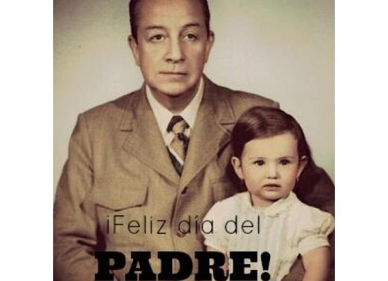 Recordó a su padre con esta linda fotografía padre e hija, cuando ella era apenas una niña.
