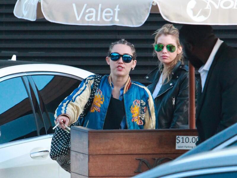 Miley y Stella conservan un look bastante natural que resalta sus facciones y cuerpo.