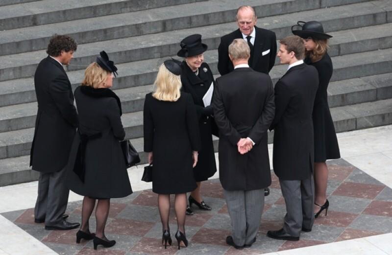 Los reyes saludaron a la familia de la ex Primera Ministra.
