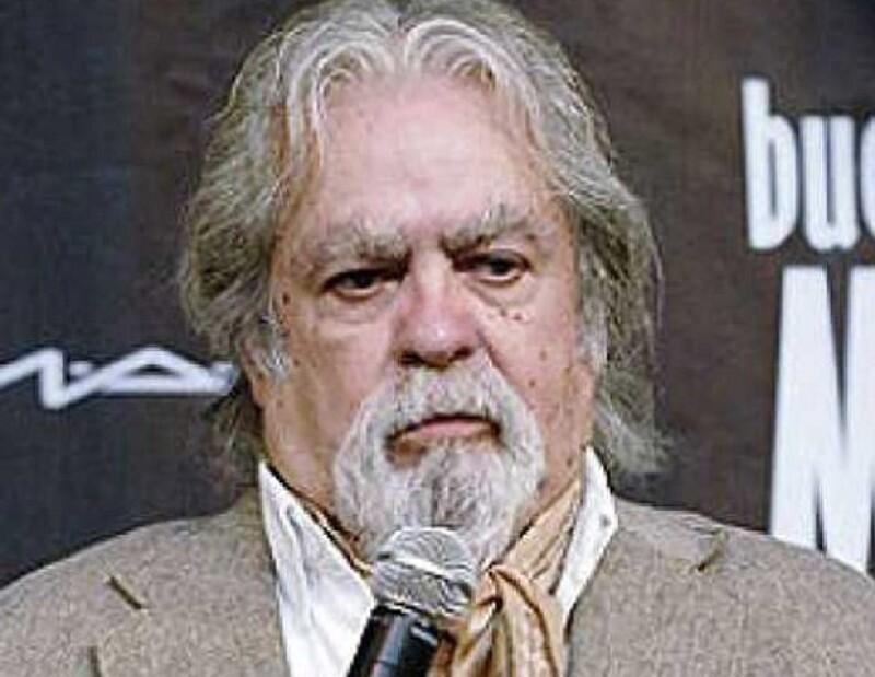 El director mexicano contrajó neumonía debido al tratamiento que está tomando para vencer la enfermedad.