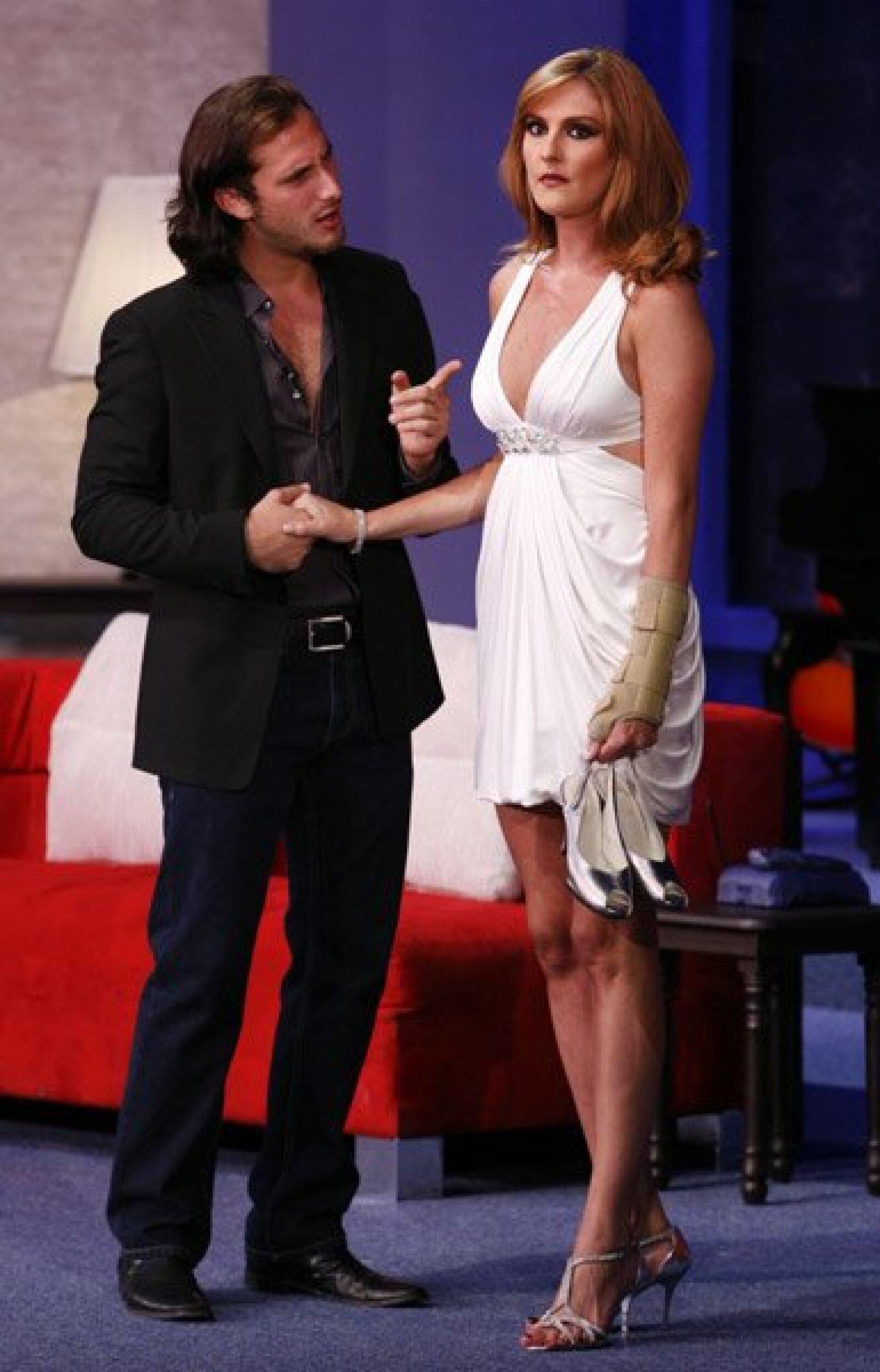 Aquí Zurita con Chantal Andere.