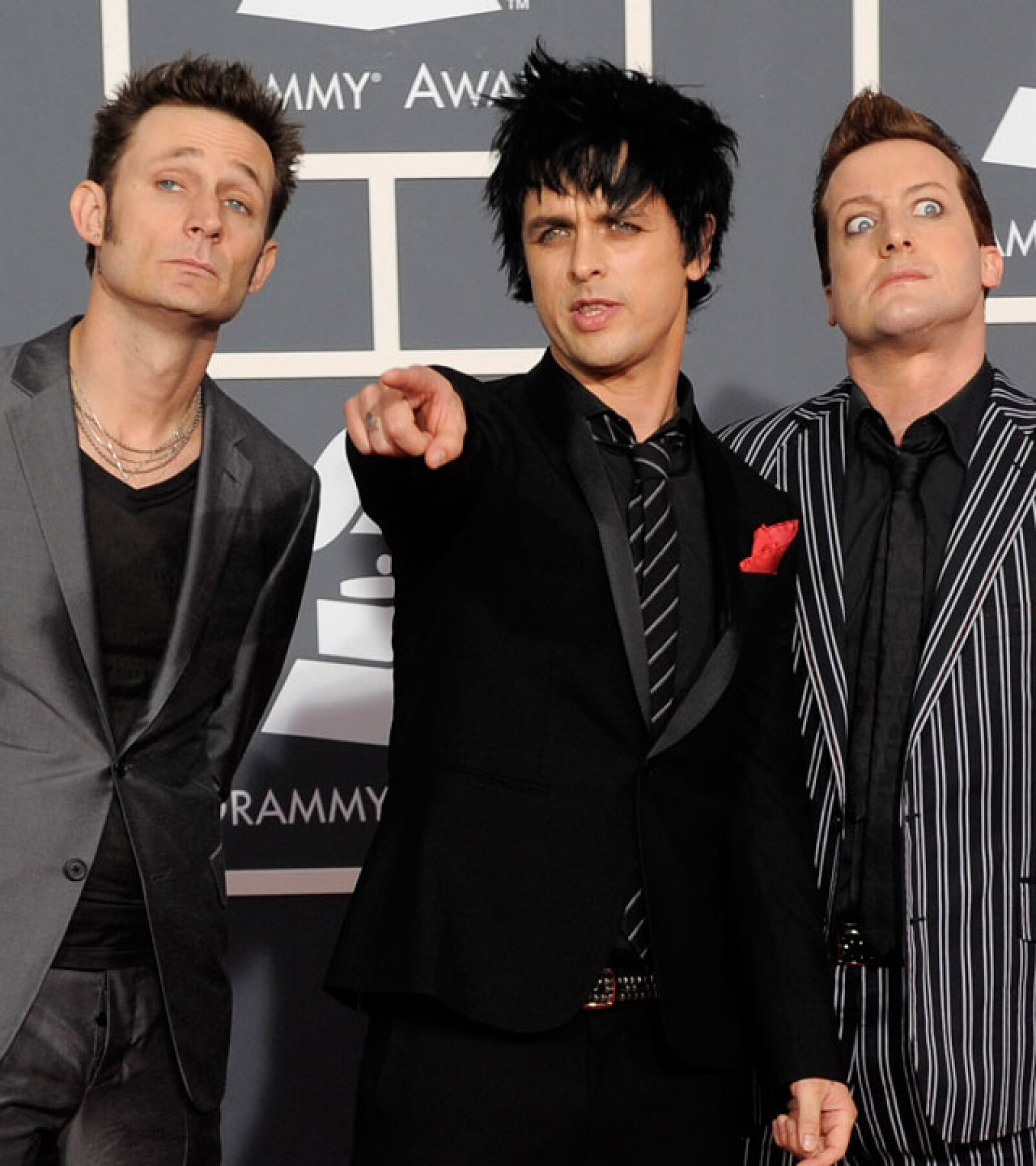 Billy Joe Armstrong, Mike Dirnt y Tre Cool de Greenday no son ajenos al delineador de ojos en la alfombra roja.