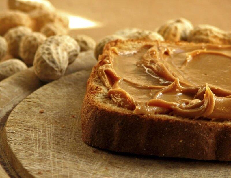 Un sandwich de peanut butter como snack, ayudará a mantener los niveles de azúcar estables en tu sangre.