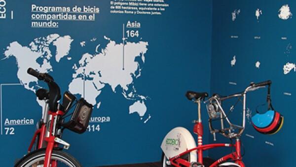 Aspecto de la exposición Trazos Ciclistas en el museo Luis Barragán