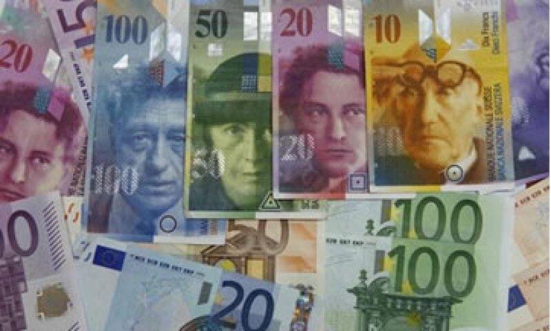 Se espera que Japón también intente debilitar a su moneda si la acción de Suiza desvía los flujos en busca de refugio hacia su moneda. (Foto: AP)
