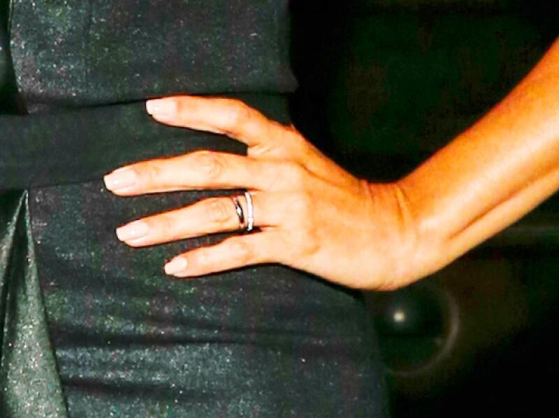 Eva lució por primera vez su anillo de casada en un evento público.