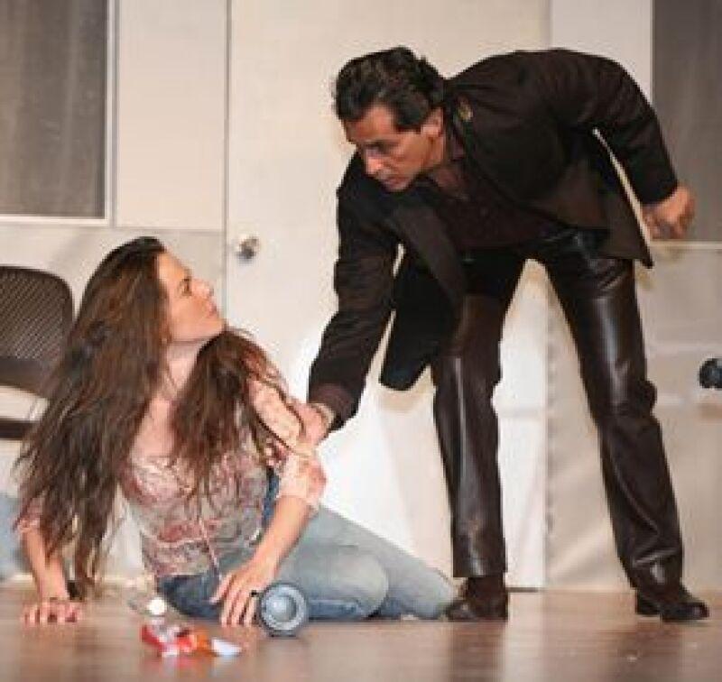 El actor elogió la última la actuación de su novia en la obra 'Pájaro negro', la cual acaba de festejar 52 representaciones, y en donde la actriz comparte escenario con Humberto Zurita.
