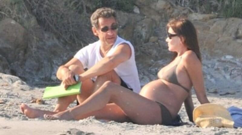 Carla Bruni y Nicolas Sarkozy disfrutaron del mar de Bormes les Mimosas, en Francia.