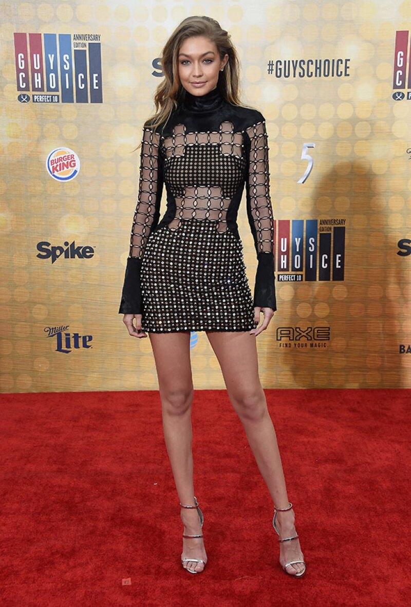 Gigi se veía guapísima en el look que eligió para los Guys Choice Awards.