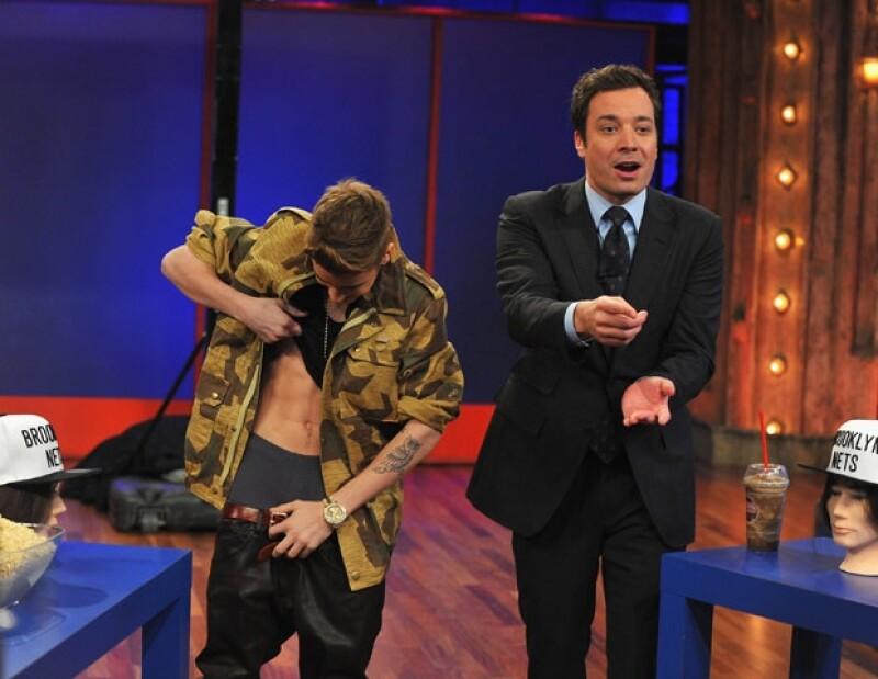 Justin mostró su abdomen perfecto.