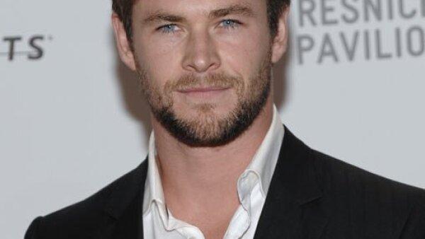 Chris Hemsworth llegó acompañado de Elsa, con quien se dice está de romance.