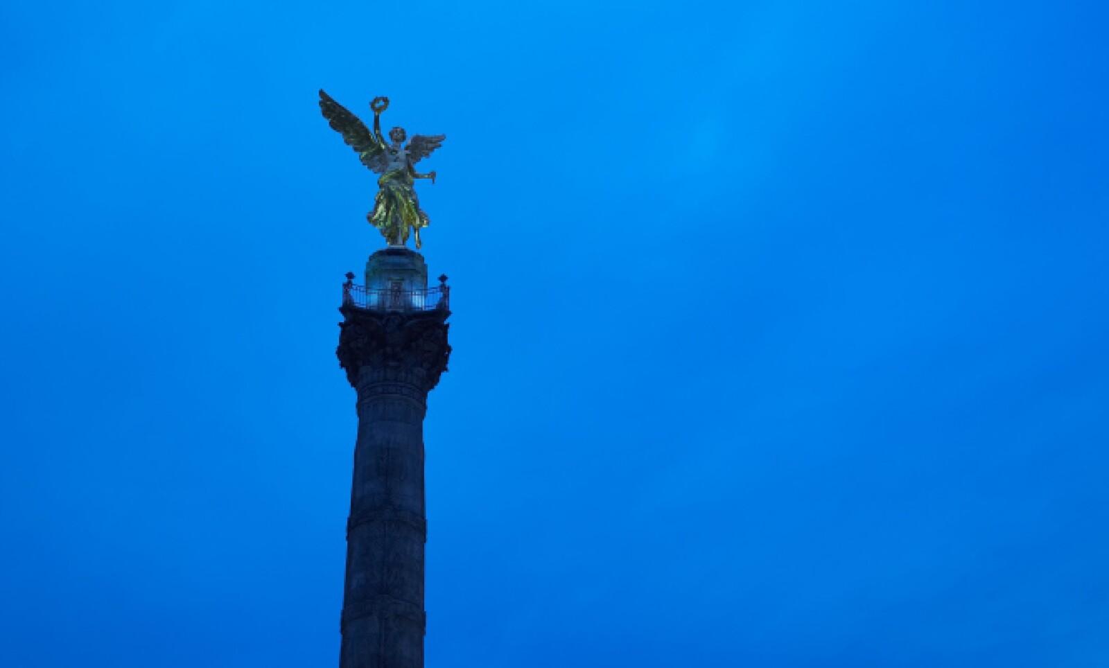 El Ángel de la Independencia nos recibe en este paseo frugal por una de las ciudades más visitadas del mundo. Inaugurado por Porfirio Díaz el 16 de septiembre de 2010, la estatua del ángel mide casi 7 metros y tiene un peso de 7 toneladas.