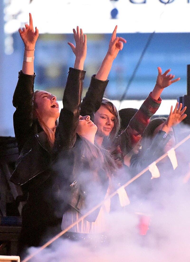 Acompañada de Alana Haim, Taylor disfrutó de todo el concierto.