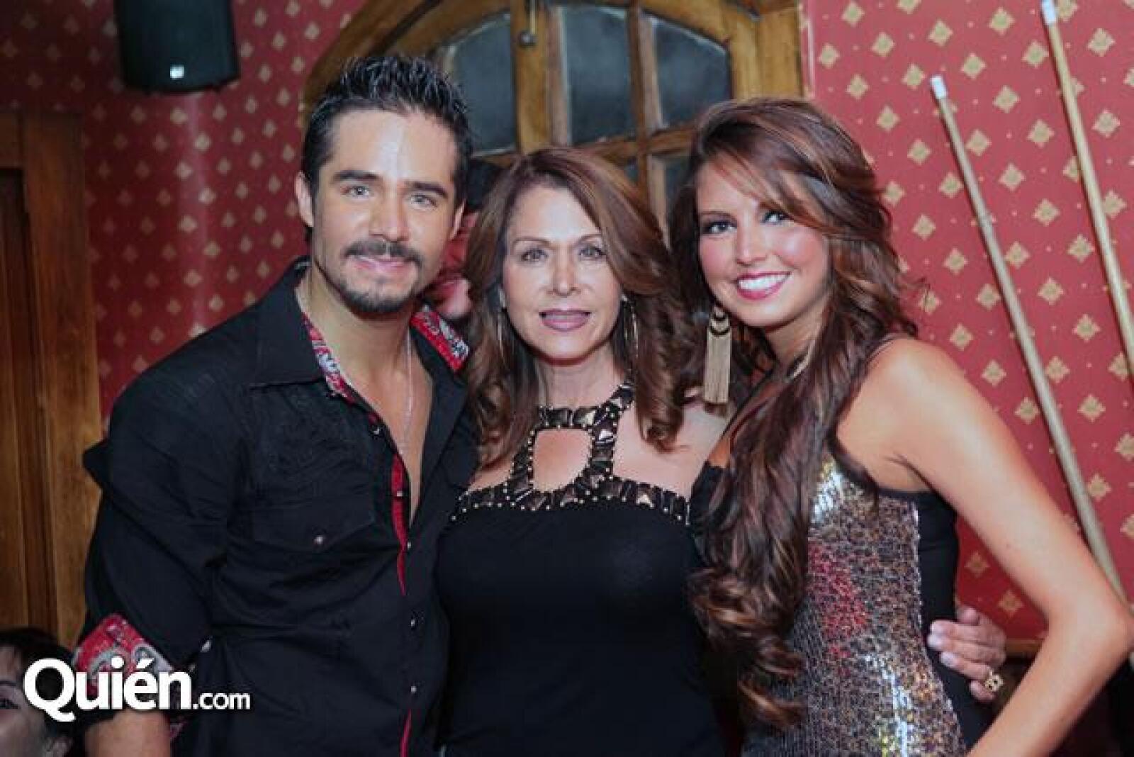 José Ron,Martha Vazquez,Karla Díaz