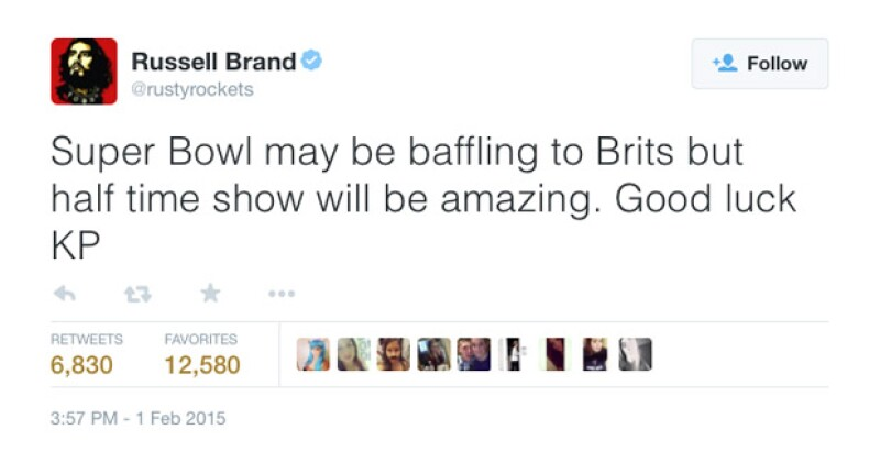 El polémico actor británico tuiteó momentos antes de que empezara el medio tiempo del Super Bowl.