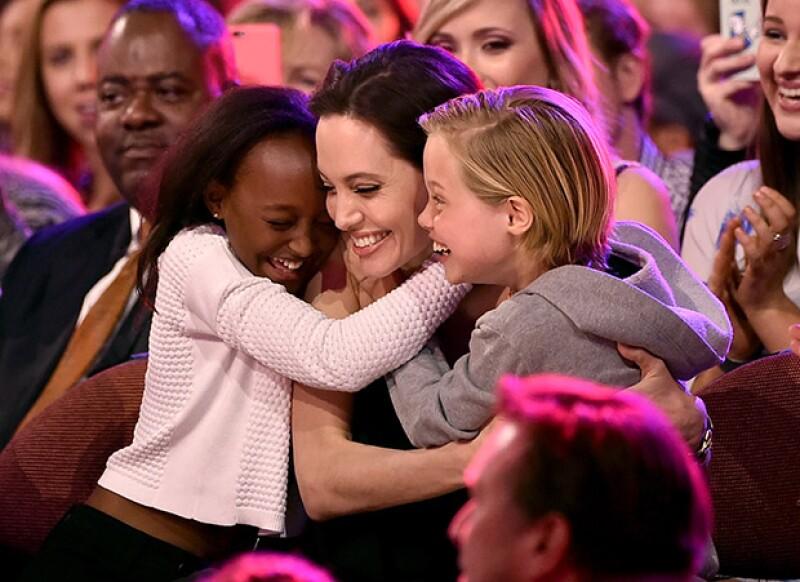 A los seis hijos de la actriz les encanta burlarse de su famosa mamá porque no creen que sea una celebridad de Hollywood.