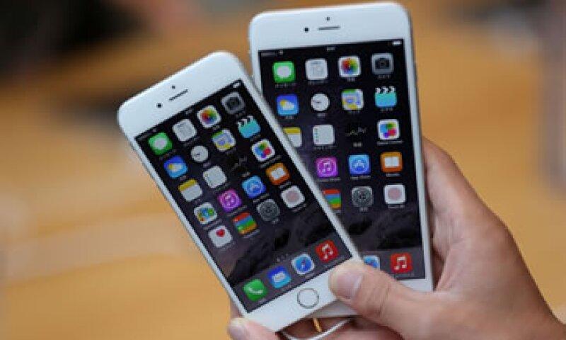 La compañía que produce los teléfonos inteligentes enfrentan una demanda millonaria por una función del iPhone (Foto: Getty Images/Archivo )