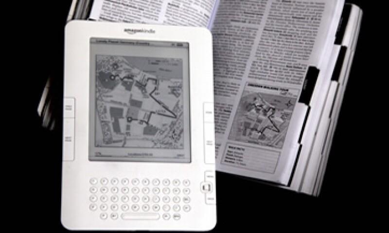 A diferencia de la Kindle, la iPad obtiene beneficios por la venta de hardware.   (Foto: AP)