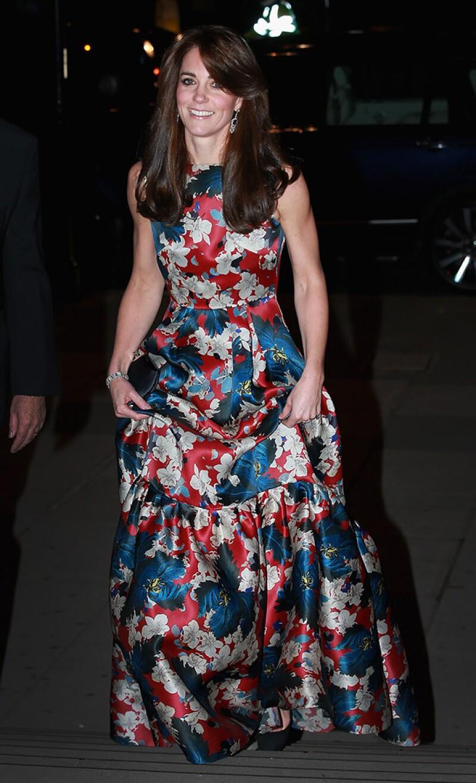 La duquesa de Cambridge asistió la noche de ayer a la gala `100 Women in Hedge Funds´ usando un vestido estampado que generó opiniones divididas.