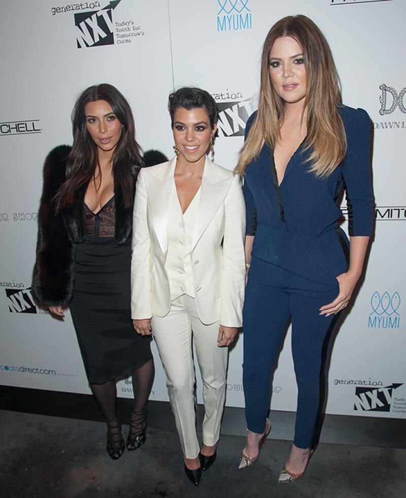 Las hermanas se enfrentan a una denuncia por incumplir el contrato que mantenían con la empresa que financió su línea de cosméticos Kardashian Beauty.