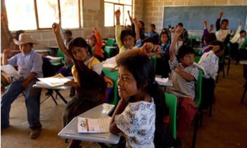 La problemática social dificulta aumentar la inversión educativa.  (Foto: AP)
