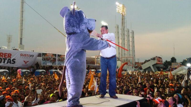 El candidato de Movimiento Ciudadano encabezó un evento masivo en la capital del estado.