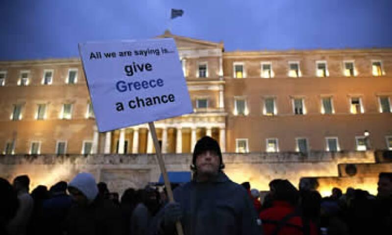 Economistas encuestados por Reuters estiman en un 25% las posibilidades de que Grecia abandone la moneda única este año. (Foto: Reuters )